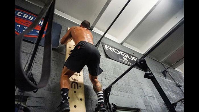 تخته صعود پگ بورد 240 سانتی متر Crossfit Peg Board 2
