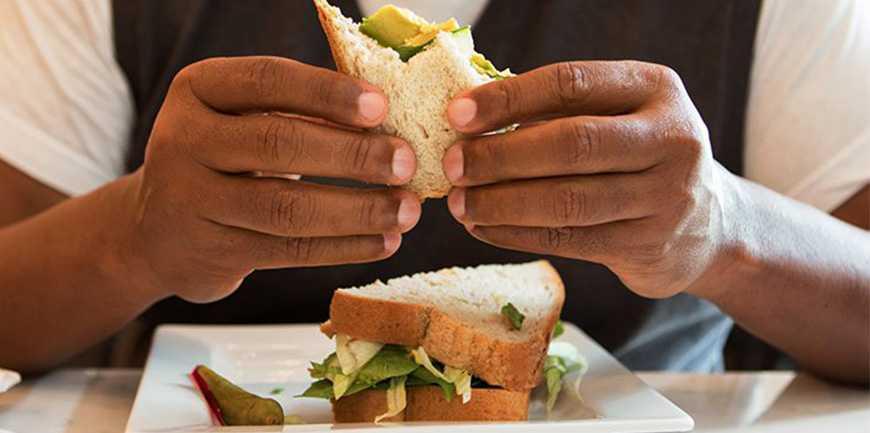 رژیم افراد دیابتی - چگونه مواد غذایی بر میزان قند خون شما اثر می گذراند؟