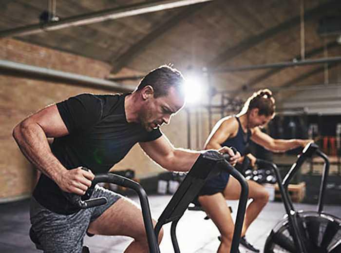 با سه تمرین دوچرخه ثابت برای سوزاندن چربی و لاغری آشنا شوید 2