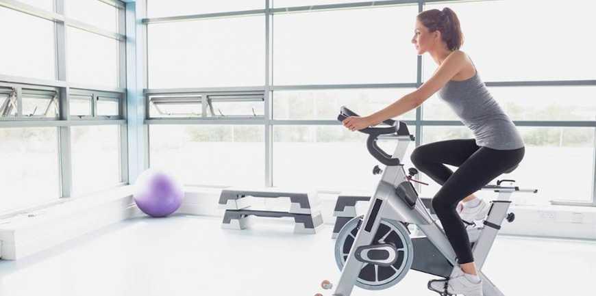 با سه تمرین دوچرخه ثابت برای سوزاندن چربی و لاغری آشنا شوید