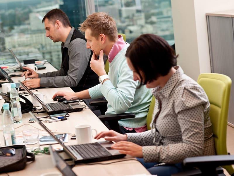 تاثیر شگفت انگیز ماساژ برای کارمندان و افرادی که زیاد پشت میز و لپ تاپ هستند 2