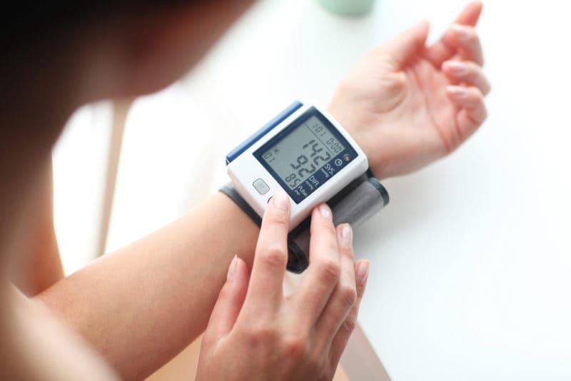 فشار خون و آشنایی با عملکردهای دستگاه فشار سنج 3